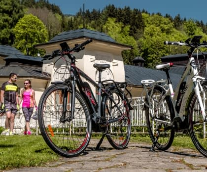 cycling image parked